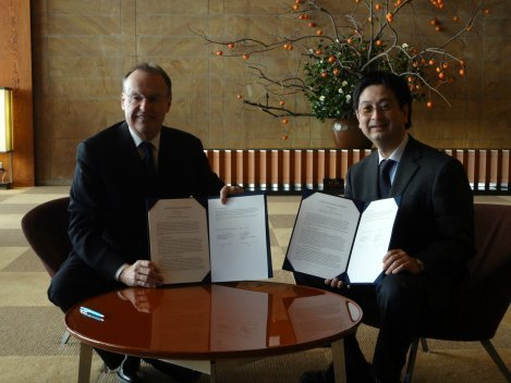 student_exchange_agreement_signing_with_keio_university